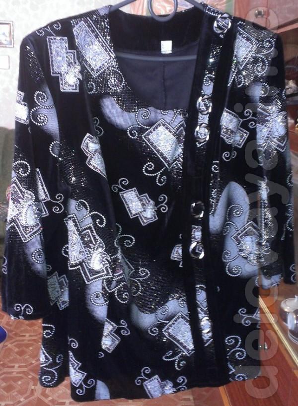 Продам женскую блузу трикотажную. Черная, по ткани - золотистый узор.