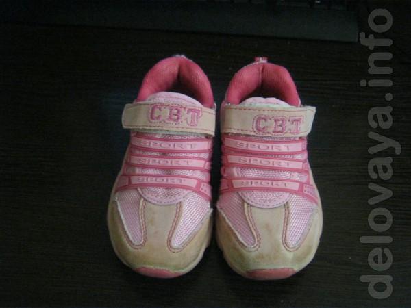 Продам кроссовки на девочку. Размер 25, длинна стельки 15,5 см. Цена