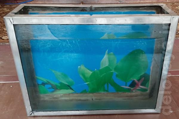 Продам аквариум на 11 литров .в отличном рабочем состоянии из нержаве