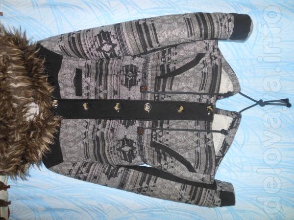 Цена снижена!!!  Куртка - парка с капюшоном,   внутри искусственн