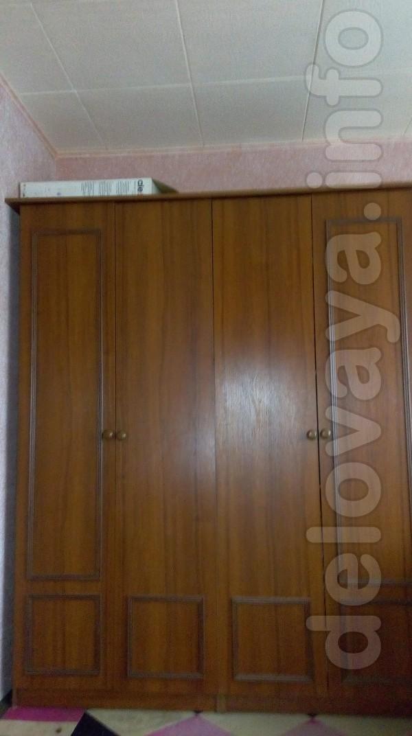 Продам шифоньер 160х210см, 4-х дверный, в комплекте 2 зеркала (еще в