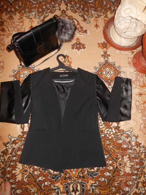 Обалденный пиджак. Смотрится просто потрясающе. Состояние идеальное.