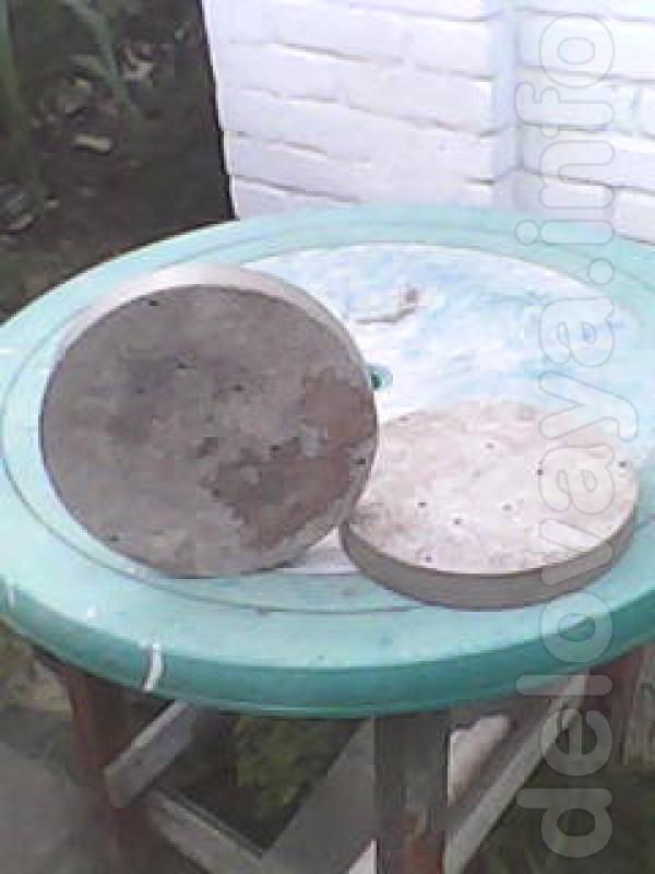 Продам круги асбестовые 2 шт. по плоскости небольшие отверстия.кромка