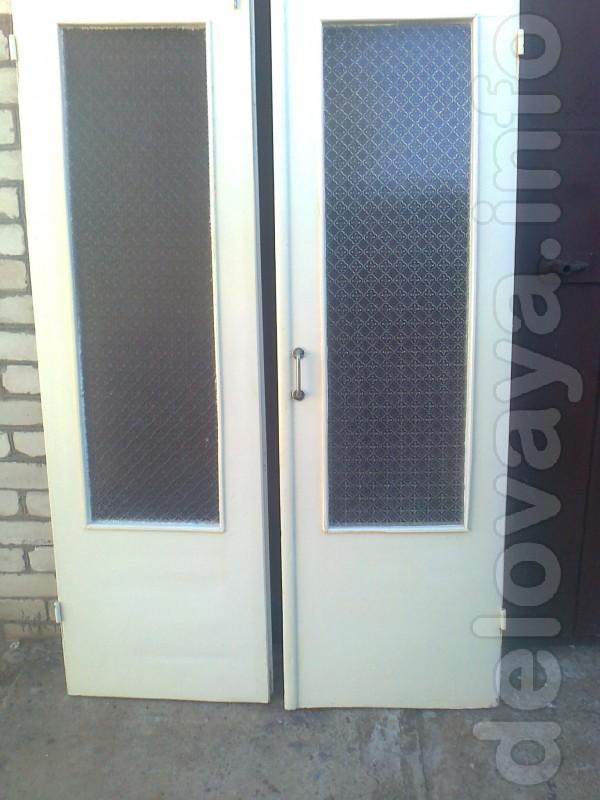 Двери межкомнатные,старого образца,с ручками размеры: 2м.х600 мм.х40