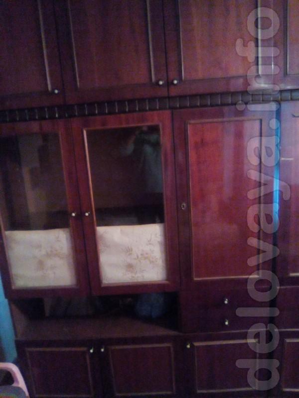 Продам сервант для посуды и книжный шкаф от стенки Лугань 2шт по 1500