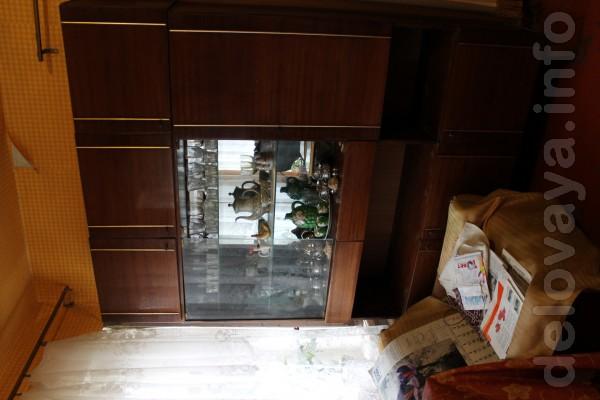 Продам: книжный шкаф, сервант, шкафы для одежды с антресолями и без,