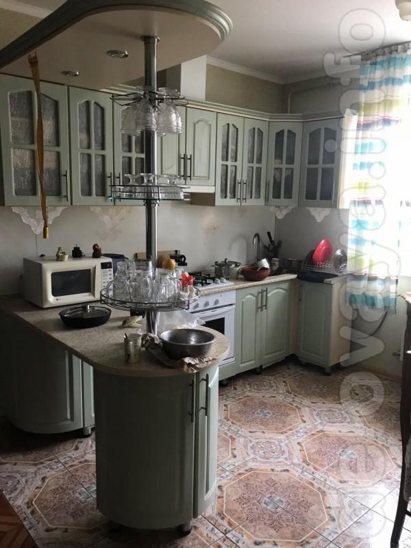 продам мебель кухонную б/у, с вытяжкой, мойкой, смесителем. Размеры 1