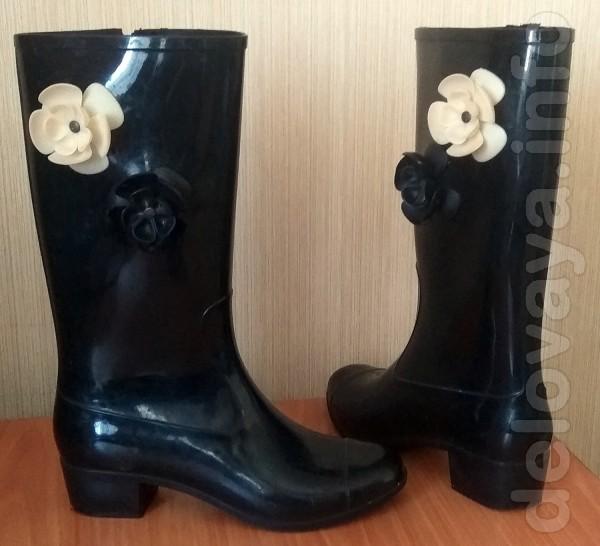 Резиновые сапоги (с утепленным носком) на невысоком удобном каблуке (
