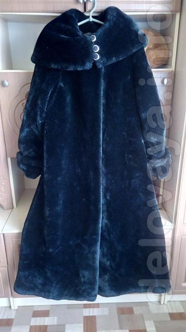 Женская шуба с капюшоном,в хорошем состоянии. 42-44 размер Длина :135