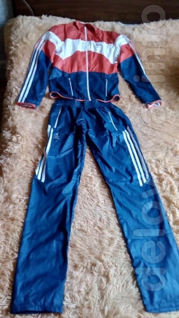 Новый спортивный костюм 42 размер Ткань:плащевка