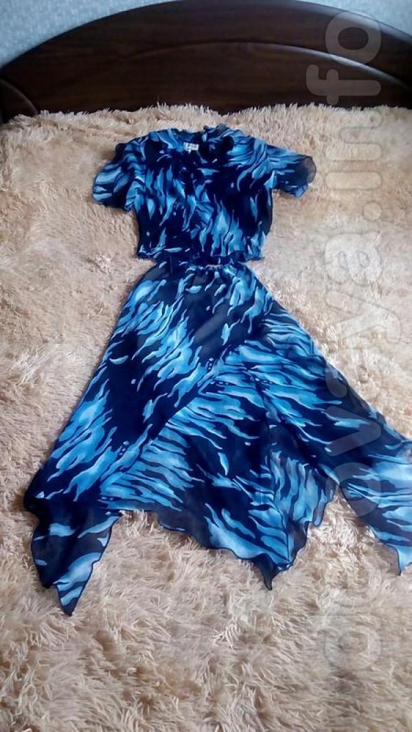 Женский костюм в хорошем состоянии 44-46 размер Ткань шифон,в юбке ес