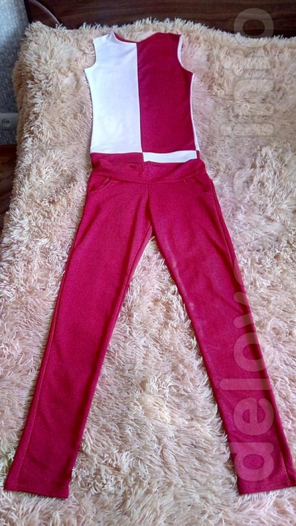 Новый костюм 42 размер Ткань: трикотаж Цвет: красный+ белый Блуза