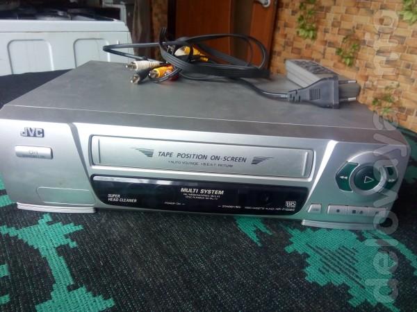 Видеомагнитофон JVC, в хорошем состоянии, 400 грн.