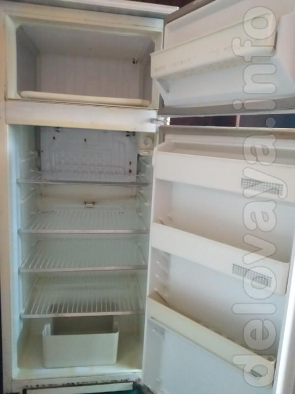 Продам холодильник Минск 2 камерный в рабочем состоянии