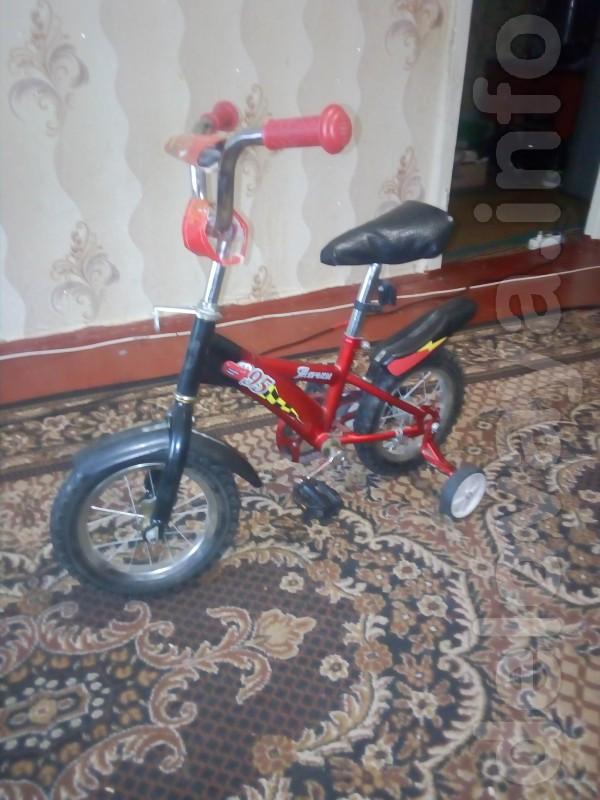 Продам детский велосипед возрастом на 3-5 лет. Состояние хорошее