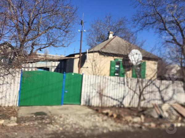Продам   дом  из  шлакоблоков,  облицован  кирпичом,  утеплен,  3 ком