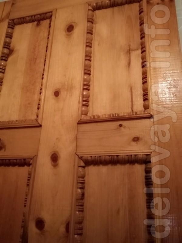 Срочно продам входную деревянную дверь недорого.