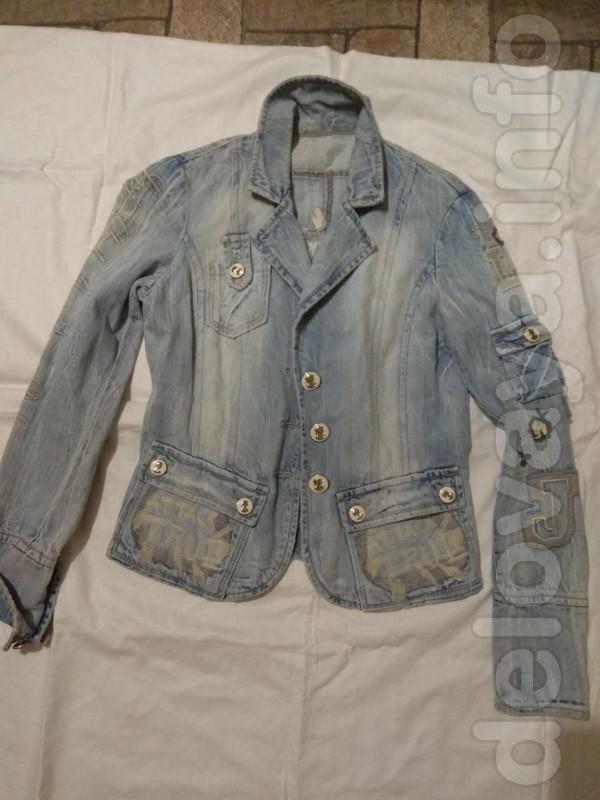 Женский джинсовый пиджак в очень хорошем состоянии