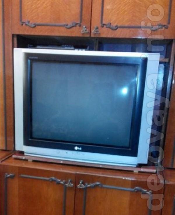 Телевизор в отличном состоянии, в ремонте не был. Диагональ 29, модел