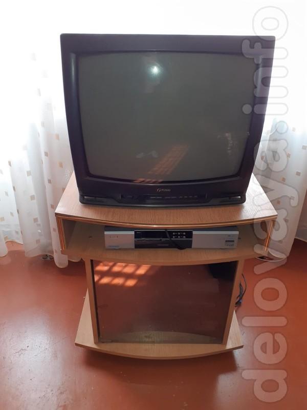 Продам тумбу под телевизор. Состояние отличное.