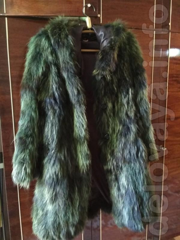 Шуба из енота с капюшоном. Темно-зеленого цвета. 44-48 размер  Б\