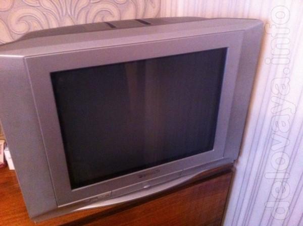 Продам телевизор PANASONIC с пультом. Диагональ-52см. Цена-650гр.