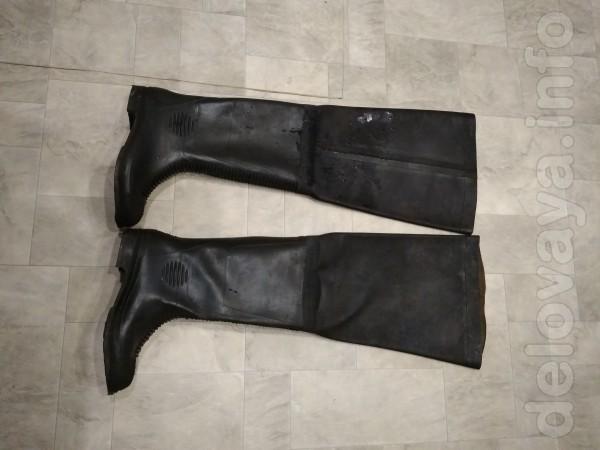 Продам резиновые болотные сапоги 44-45р.сапоги с усиленным носком 42