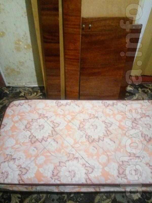 Кровать односпальная, в хорошем состоянии + матрас Размеры 2.10 м на