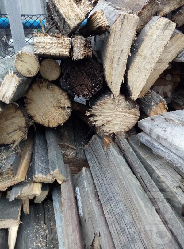 Продам дрова - доски скубы деревьев. 1500 грн за машину - 3-4 куба.