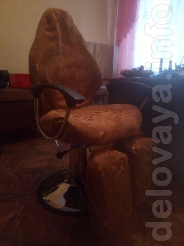 Кресло маникюрное в отличном состоянии, кожа  наст. светлый беж и 3