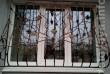 Элегантные и надежные кованые решетки на окна выполняют одну очень ва