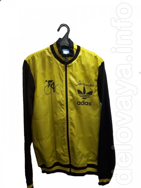 Куртка спортивная Adidas в хорошем состоянии. Сделана в Индонезии. Ра