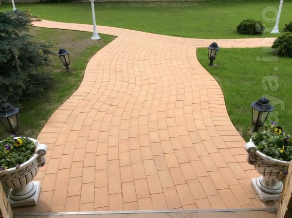 На протяжении большого количества времени тротуарная плитка «Кирпич с