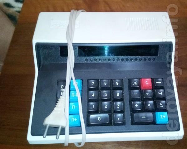 Советский электронный калькулятор В хорошем и рабочем состоянии, видн