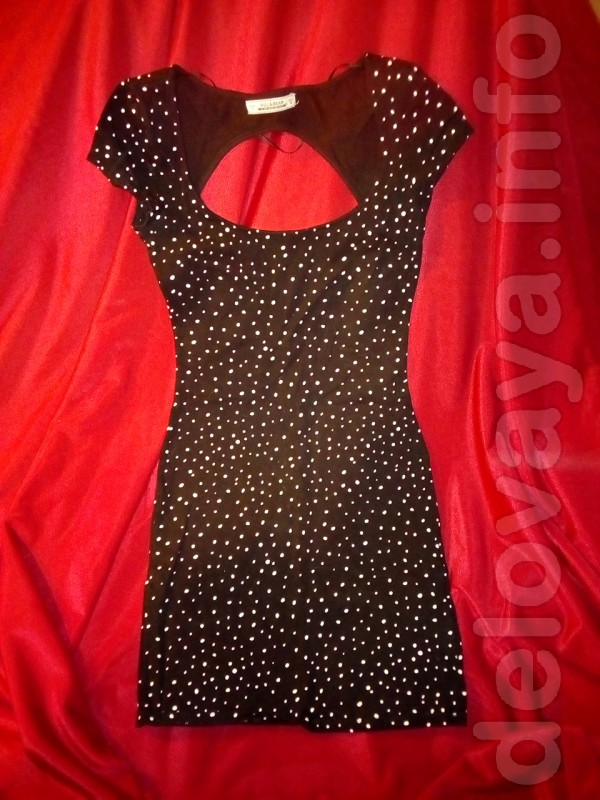 Платье в горошек 'Pull & Bear' (б/у). В хорошем состоянии нового. Нос