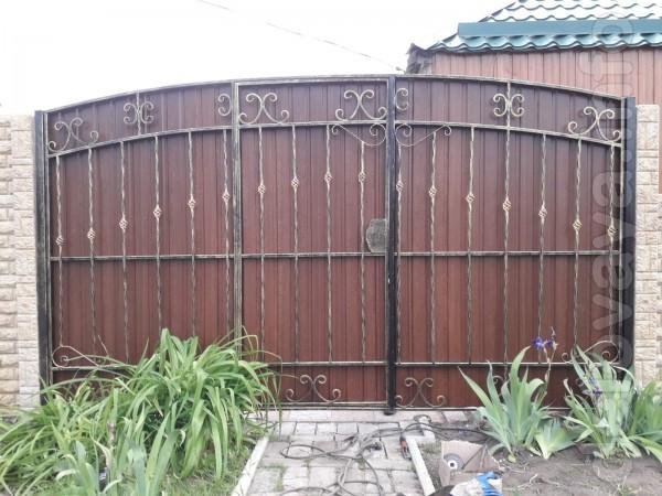 Кованые ворота, Кованые заборы, Кованые металлические балконные ограж
