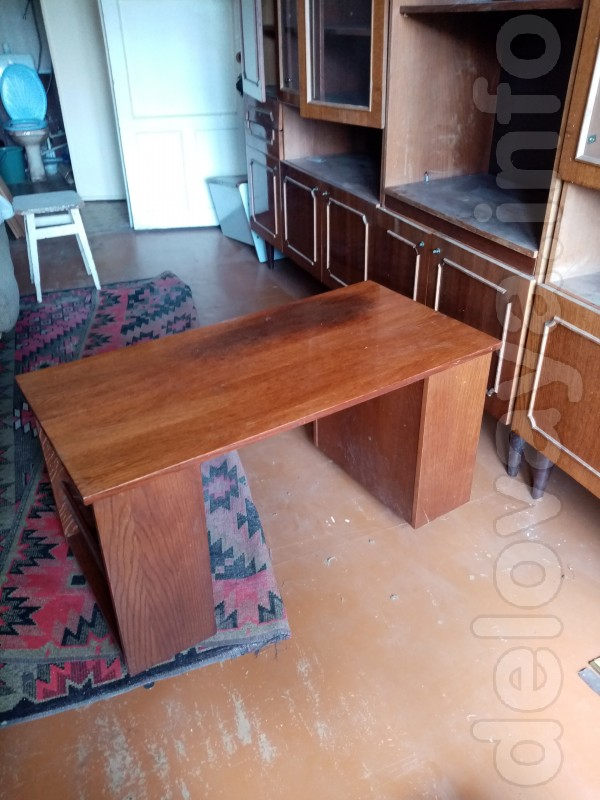 Продам стол в нормальном состоянии100*45*50. 350грн
