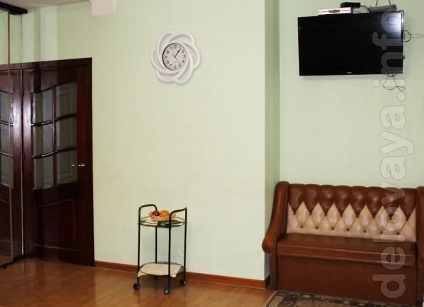 Просторная трехкомнатная квартира рядом с Дворцом Украина. Окна выход