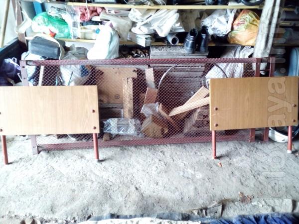 Продам кровать сетка (металлическая). Спинки деревянные с мет.ножками