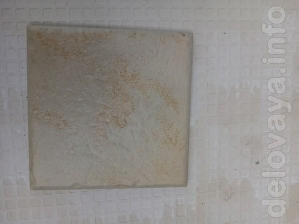 Плитка бежевый цвет, размер 10 на 10 см,толщина 7 мм. (70 штук) Стои