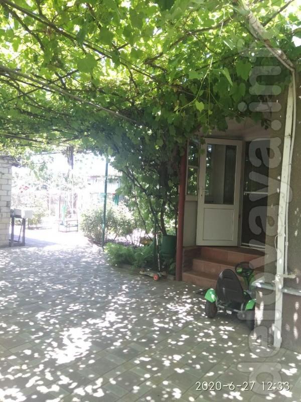 Продам дом с ремонтом в центре поселка Новоайдар, детский сад 5 мин.,