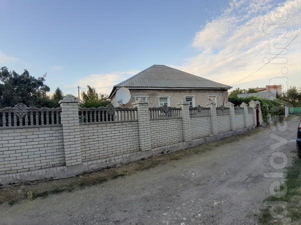 Хороший дом с большими просторными комнатами и высокими потолками в р