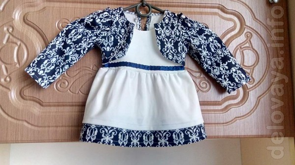 Платье в хорошем состоянии, одето один раз,единственный дефект сперед