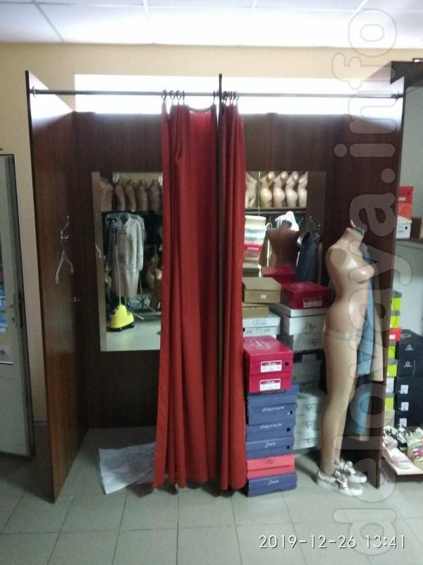 Продам мебель для магазина одежды, обуви и др., готовые витрины для В
