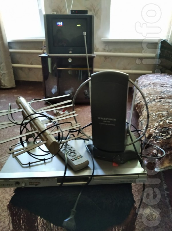 Продам антенны комнатные и двд-проигрыватель. Недорого. В рабочем сос