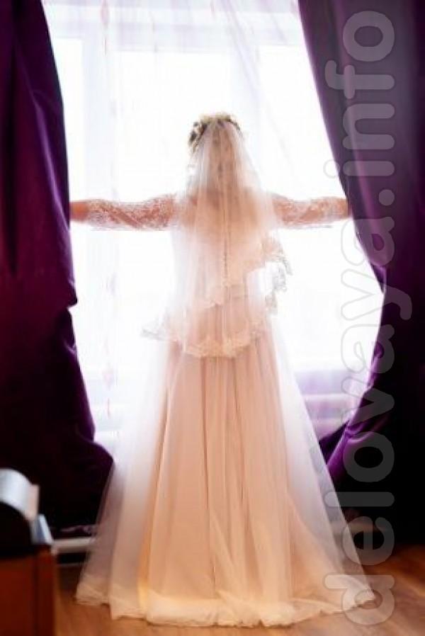 Продам нежное свадебное платье айвори-беж с прозрачными рукавами и лё