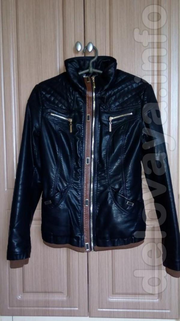 Новая куртка Материал : Экокожа 42 размер Цвет: чёрный Внизу и на рук