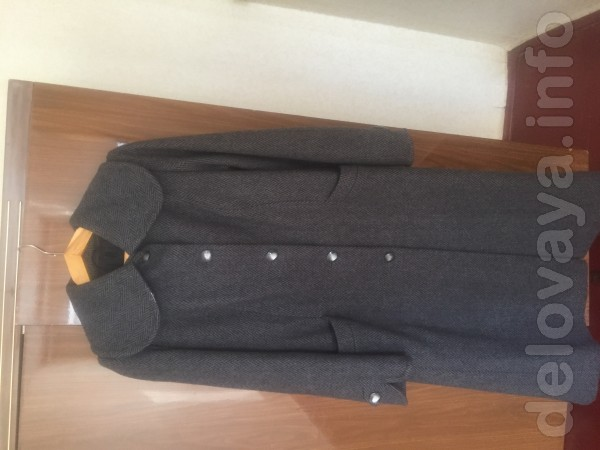 Пальто из качественного драпа в прекрасном состоянии.48 р.500 гр.0994