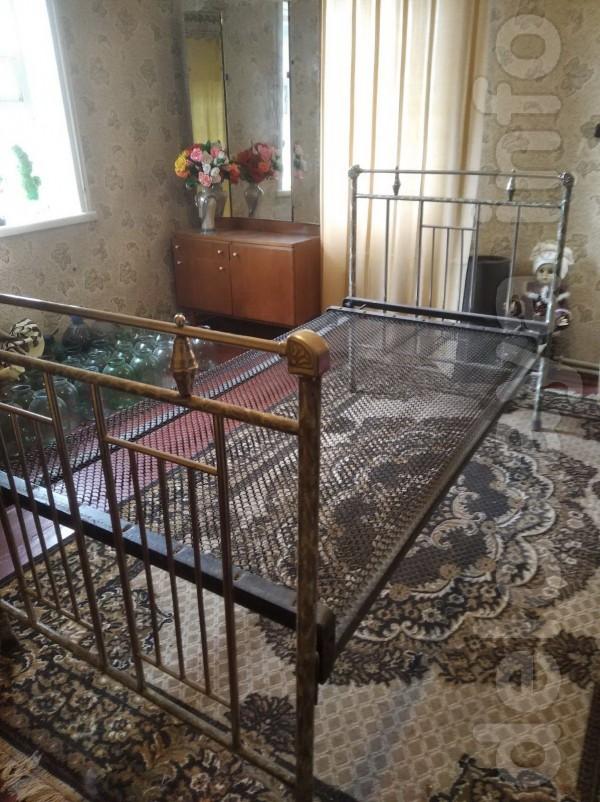 Продам никелированную железную  кровать ( 1,90 см на 90 см)  на сетке