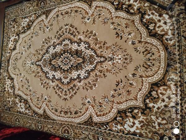Продам ковёр, искусственный, 2*3 м. в хорошем состоянии.